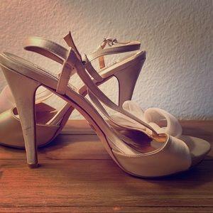 Badgley Mischka Women's Vintage Heels!